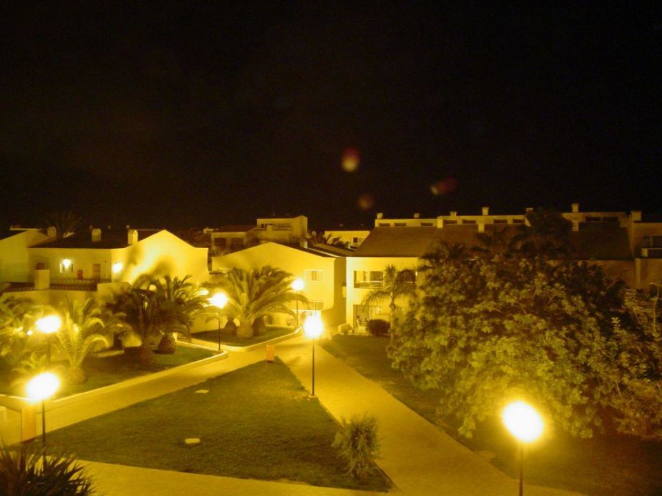Appartementanlage bei Nacht Hotel Riu Oliva Beach Resort