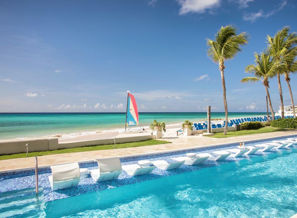 Pool Sea Breeze Beach House - All Inclusive