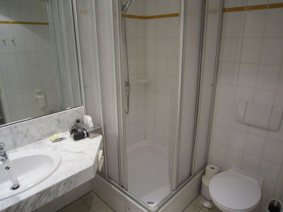 Badezimmer Grosse Ok Leider Viel Plastik Hotel Landluft Aerzen