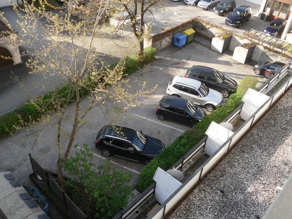 Hinter Dem Haus kleiner hoteleigener parkplatz hinter dem haus avalon hotel bad