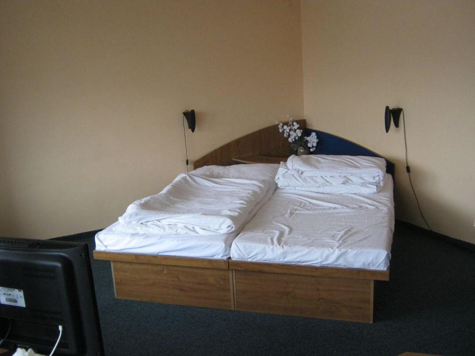 Bett Mit Ablage In Der Ecke Hotel Lipa Cadca Holidaycheck
