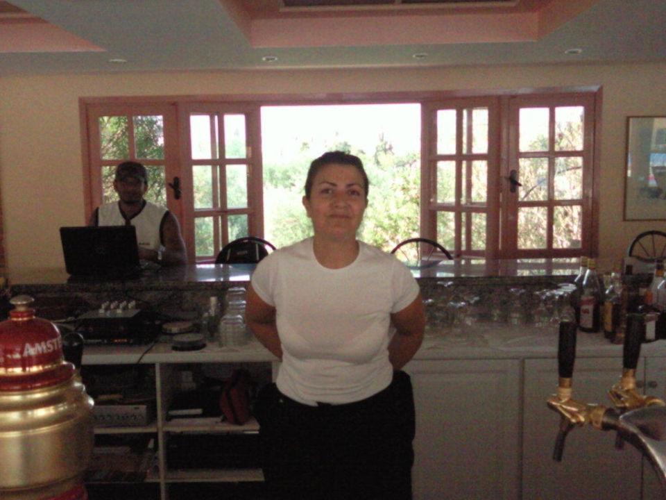 Supernette Bedienung in der Poolbar COOEE Lavris Hotels & Spa