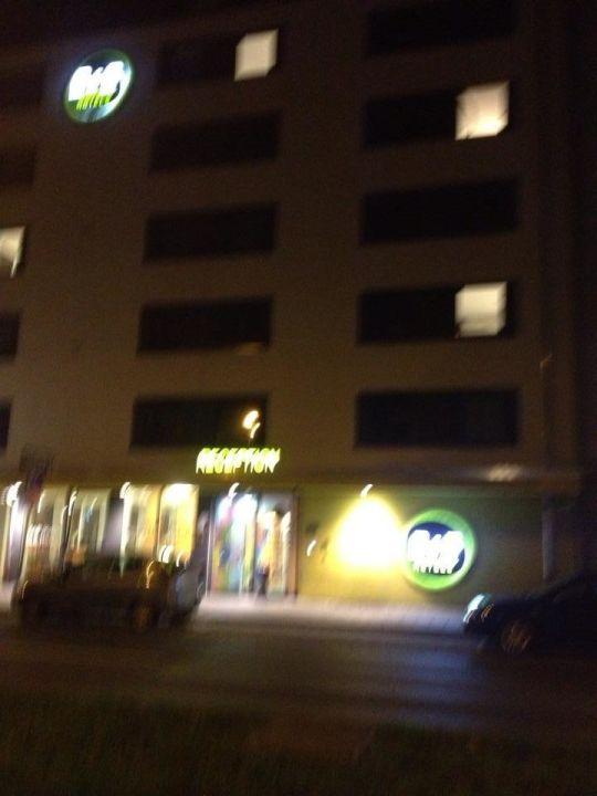 Parken Rechts Vom Hotel B B Hotel Nurnberg City Nurnberg