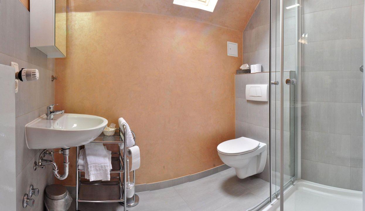Eines Unserer Neu Renovierten Bader Hotel Schweicher Hof Schweich