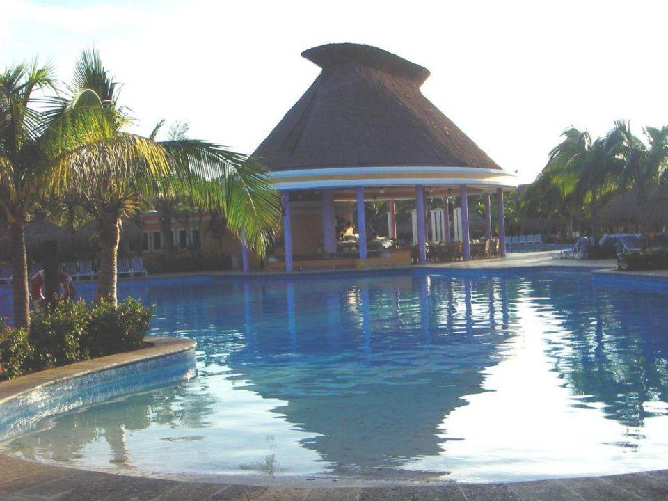Poolbar am Morgen IBEROSTAR Hotel Paraiso Beach