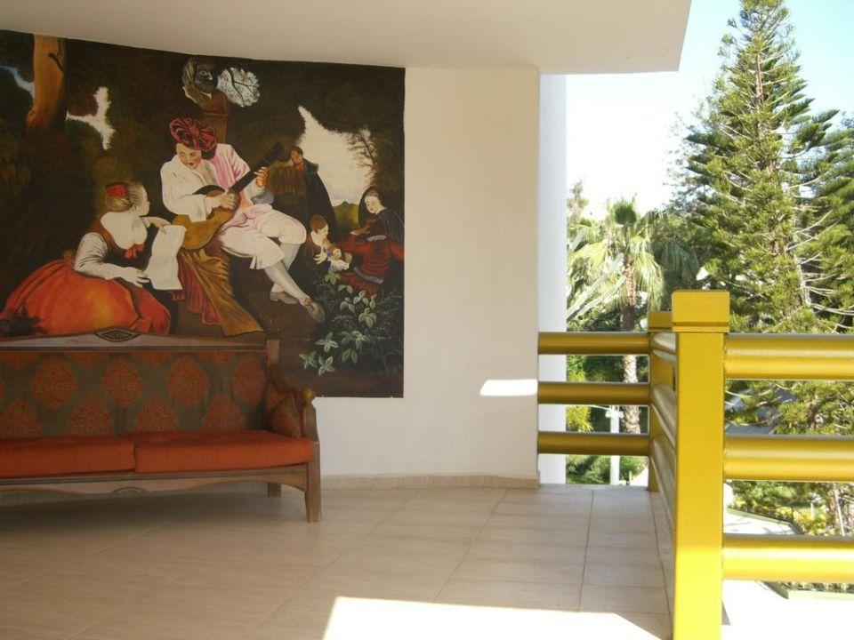 Ruhezone am Treppeaufgang Botanik Hotel & Resort