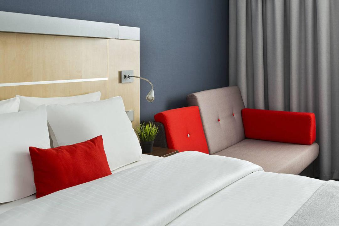 Schlafsofa Frankfurt gästezimmer mit queensize bett und schlafsofa hotel inn