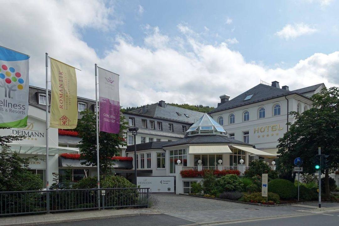 hoteleingang romantik wellnesshotel deimann schmallenberg holidaycheck nordrhein. Black Bedroom Furniture Sets. Home Design Ideas