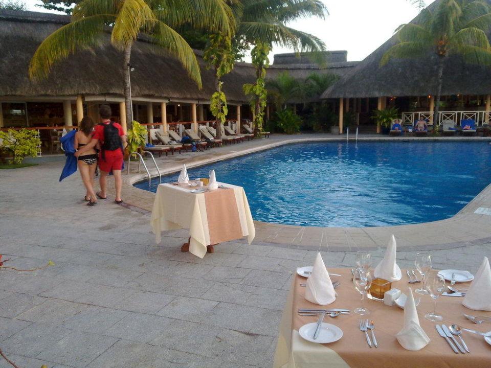 Poolbereich Hotel Merville Beach