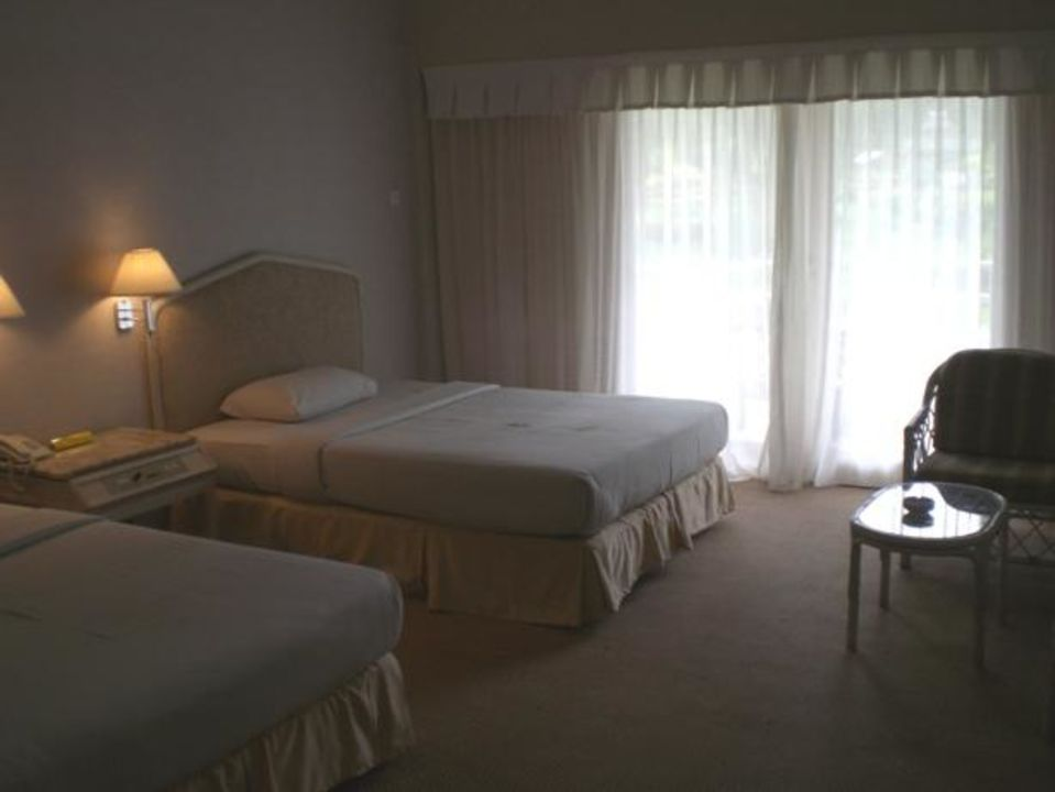 Doppelzimmer - groß, aber in die Jahre gekommen Hotel Grand Mutiara