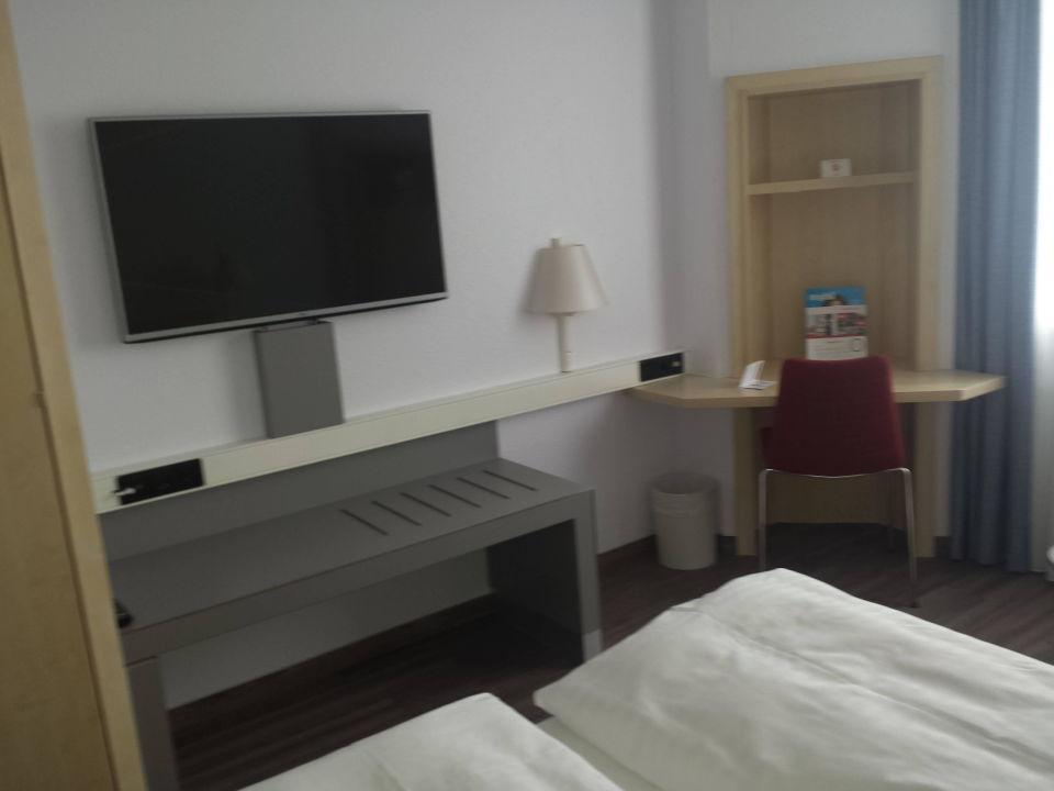 Bild bad 02 zu intercityhotel rostock in rostock for Schreibtisch 1 50 m