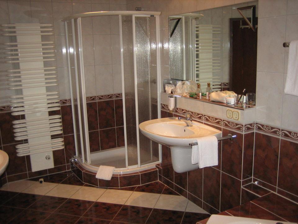 Badezimmer dusche u ein von zwei waschbecken b der park hotel k nzell holidaycheck - Badezimmer zwei waschbecken ...