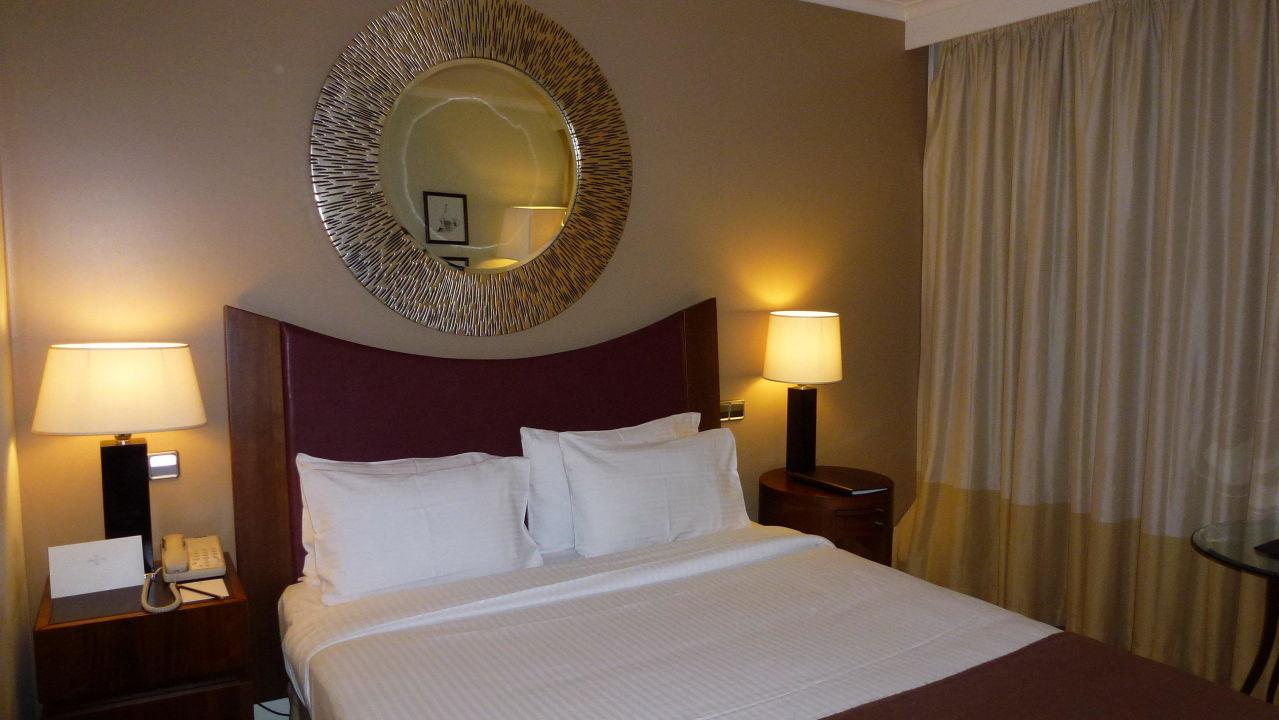 bild king size bett zu corinthia hotel lisbon in lissabon. Black Bedroom Furniture Sets. Home Design Ideas
