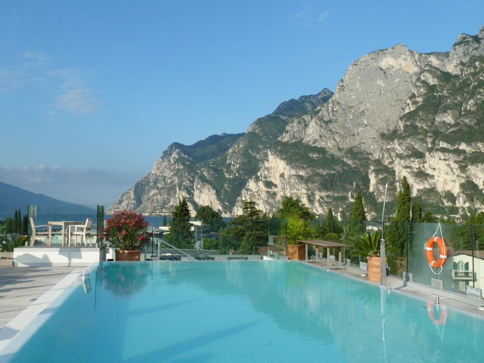 Blick Richtung Gardasee Hotel Kristal Palace Tonellihotels Riva