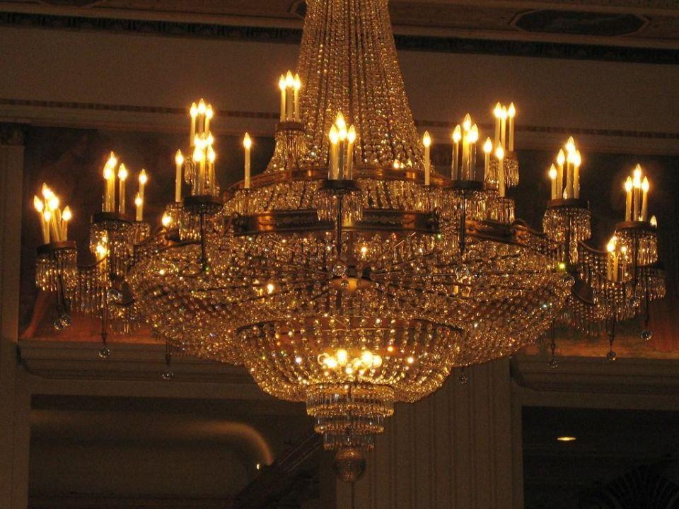 Riesiger Kronleuchter The Waldorf Astoria New York