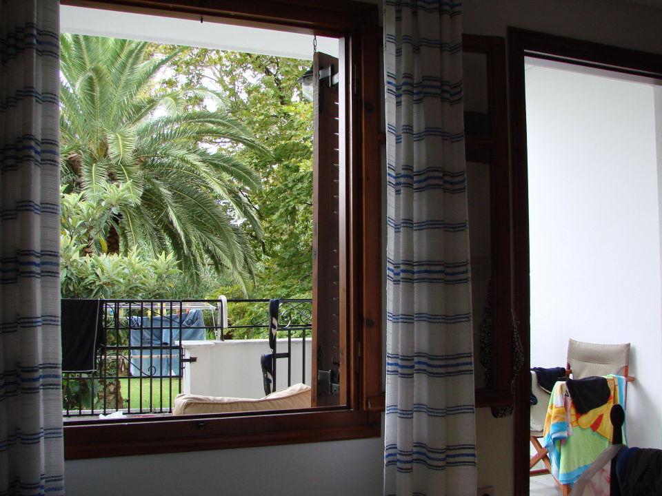 Z okna ogrodowego Hotel Green Park Skiathos