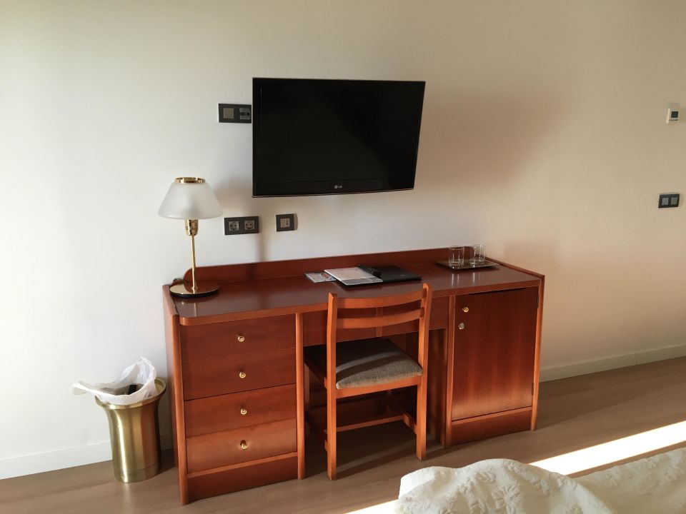 kommode und fernseher hipotels hipocampo playa cala. Black Bedroom Furniture Sets. Home Design Ideas