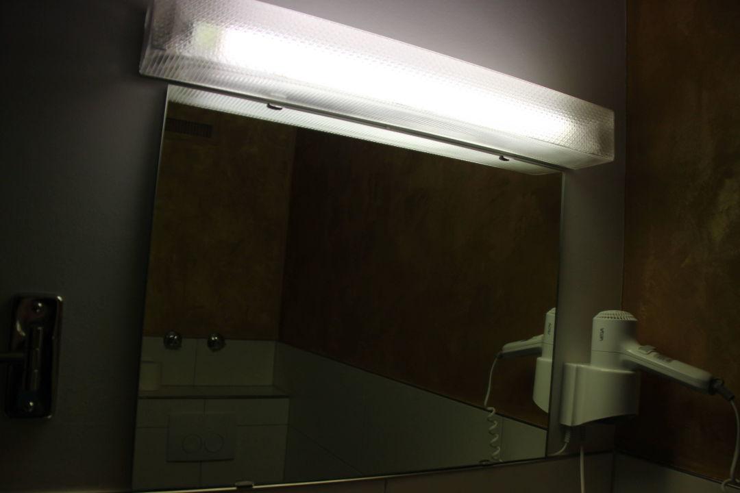 badezimmer spiegel f n waldhotel eisenberg eisenberg holidaycheck rheinland pfalz. Black Bedroom Furniture Sets. Home Design Ideas