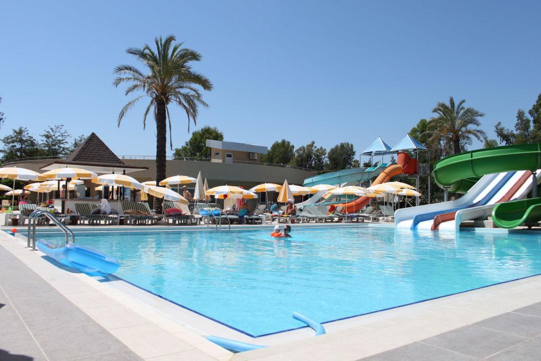 5 große pools. 3 Rutschen für Erw. mehrere Kinder Hotel Royal Garden Select