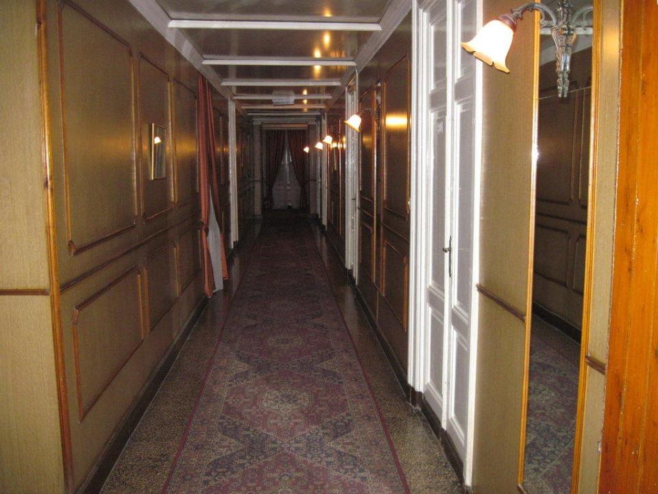 Geheimnissvolle, urig-gemütliche Hotelgänge Hotel Victoria