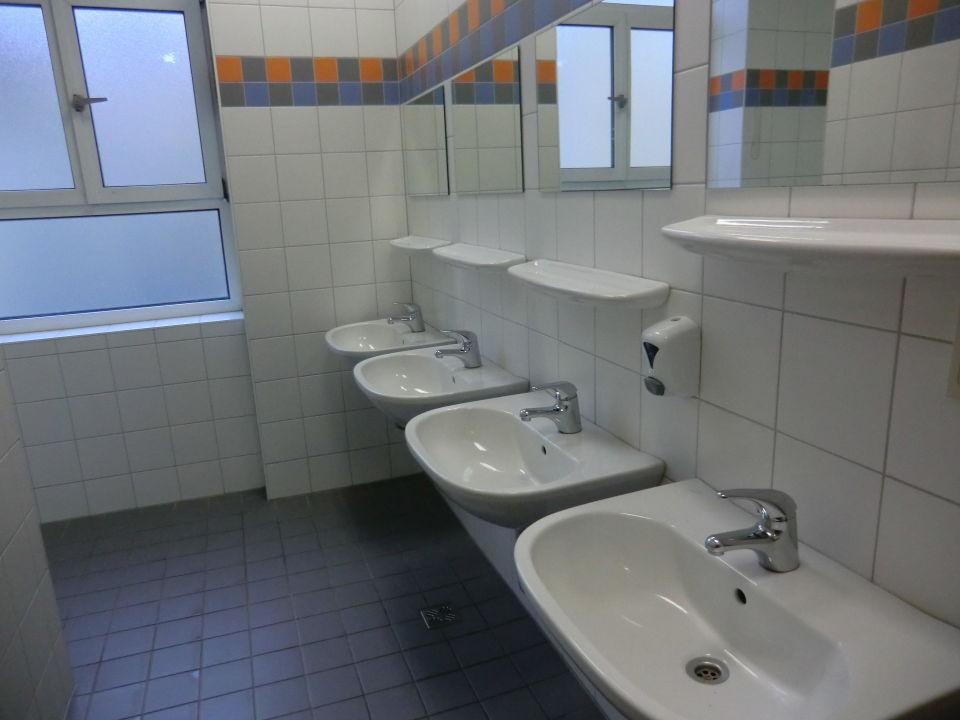 Waschbecken Jugendgästehaus Hirschengasse in Wien  ~ Waschbecken Wien