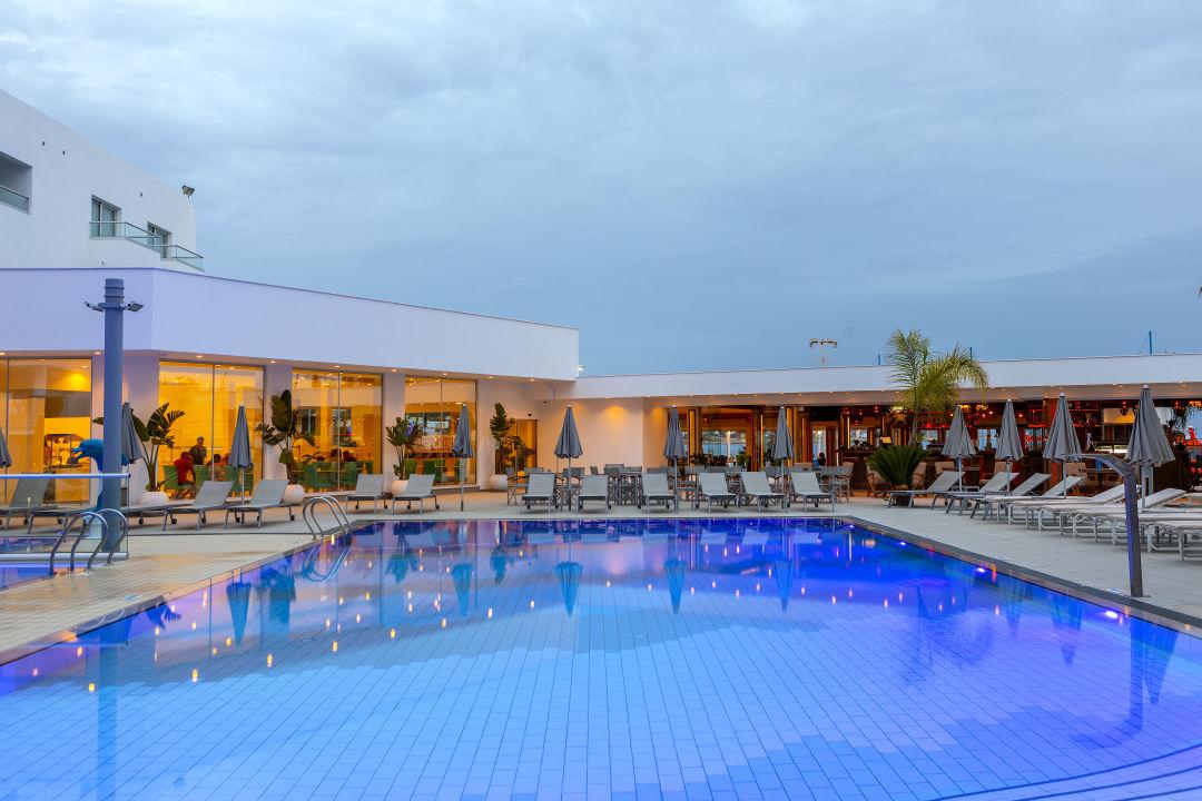 Außenansicht Limanaki Beach Hotel