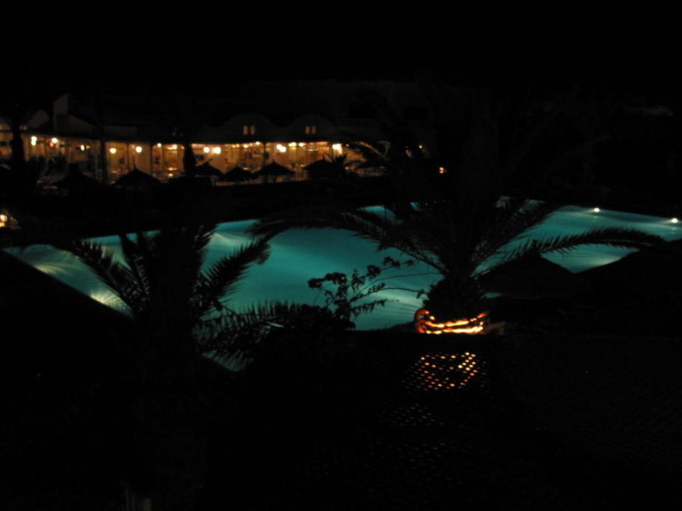 Pool bei Nacht Hotel Meninx