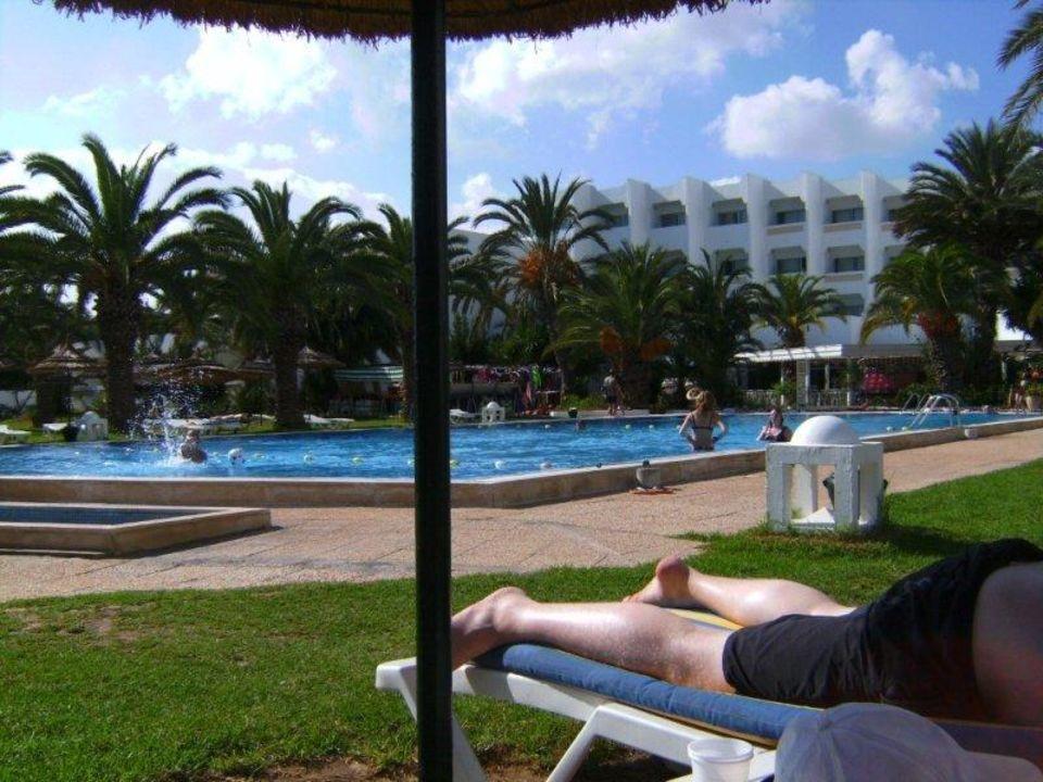 Blick Richtung Pool/Hotel Palm Beach Club