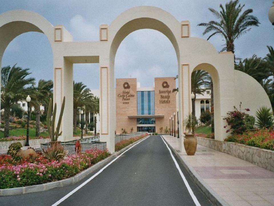 Die Einfahrt zum Hotel SBH Hotel Costa Calma Palace