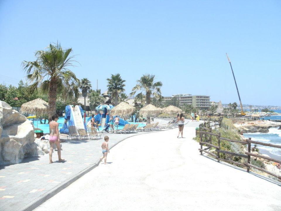 Am Strand des Star Beach Hotel Royal Belvedere