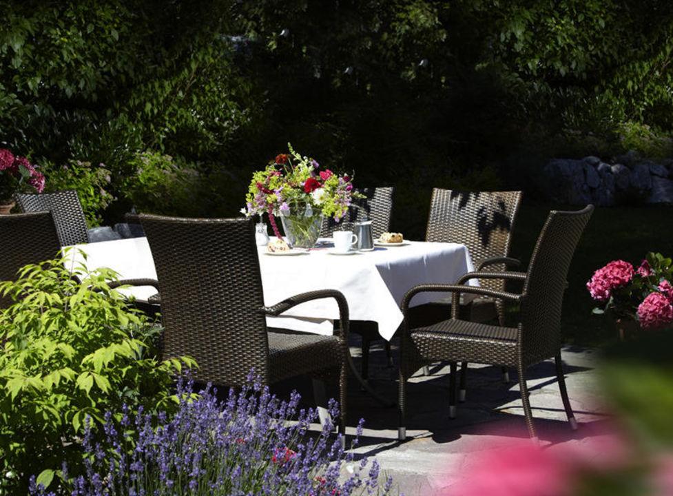 Kaffeetafel im Garten Hotel & Ferienappartements Edelweiss