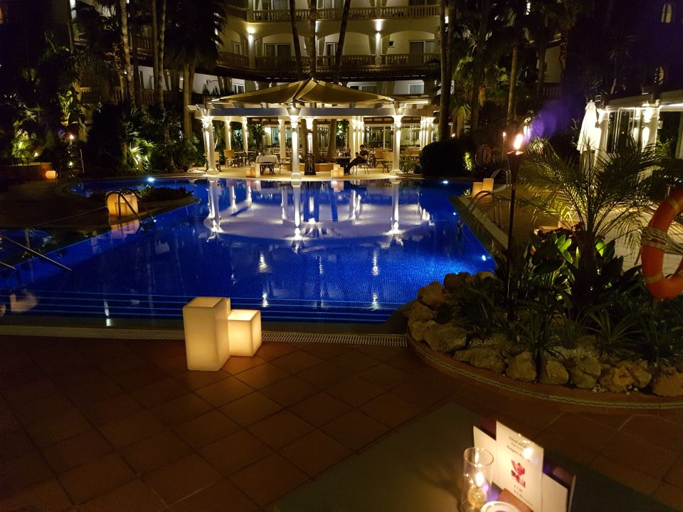 Abends am pool hotel el coto colonia sant jordi holidaycheck mallorca spanien - Hotel el coto mallorca ...