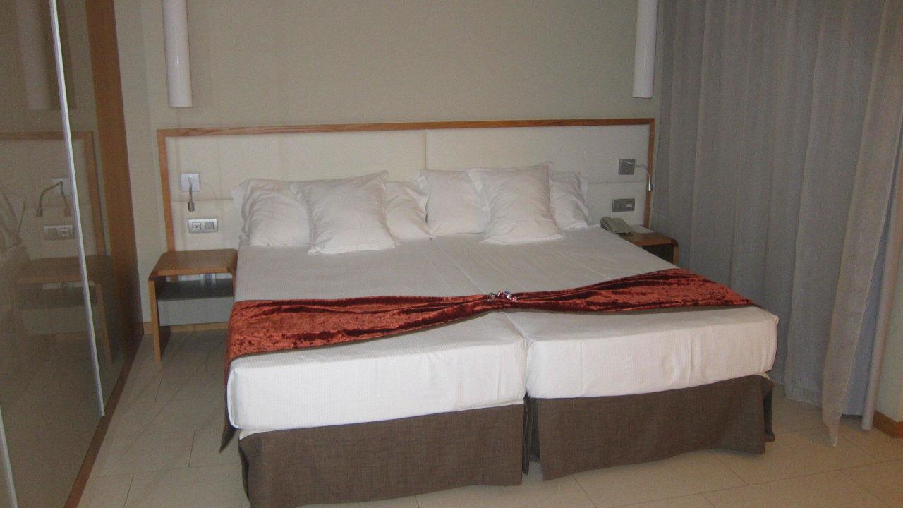 doppelbett mit schrank sensimar calypso resort spa in. Black Bedroom Furniture Sets. Home Design Ideas