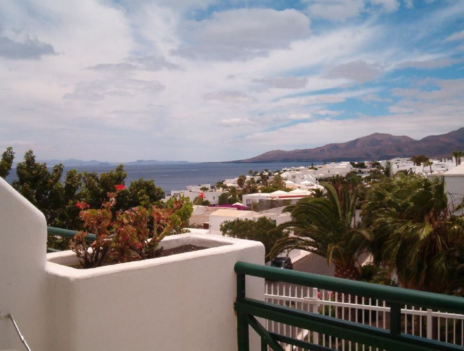 Blick vom Appartement-Hotel Flora Richtung Meer Hotel THB Flora