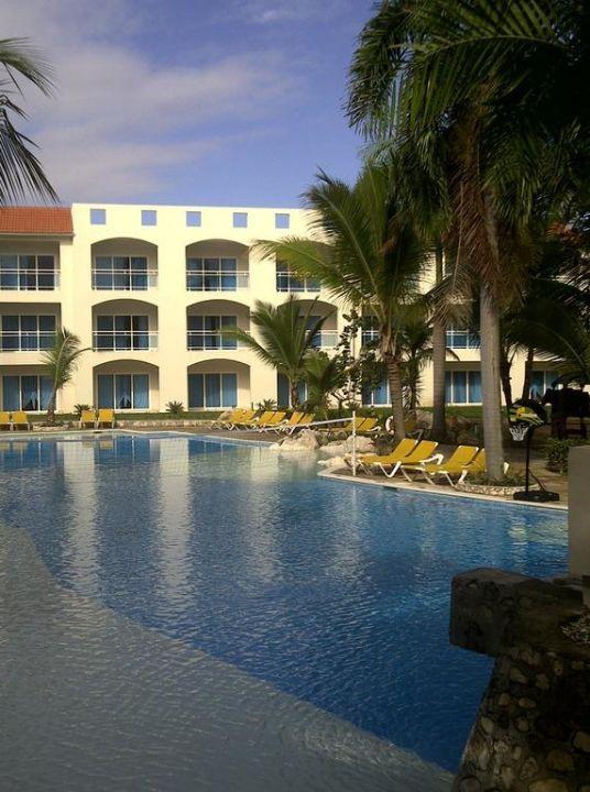 Pool mit Junior Suite Building Cofresi Palm Beach & Spa Resort