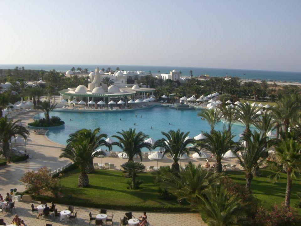 Blick auf Pool und Meer von unserem Balkon Hotel Palace Royal Garden