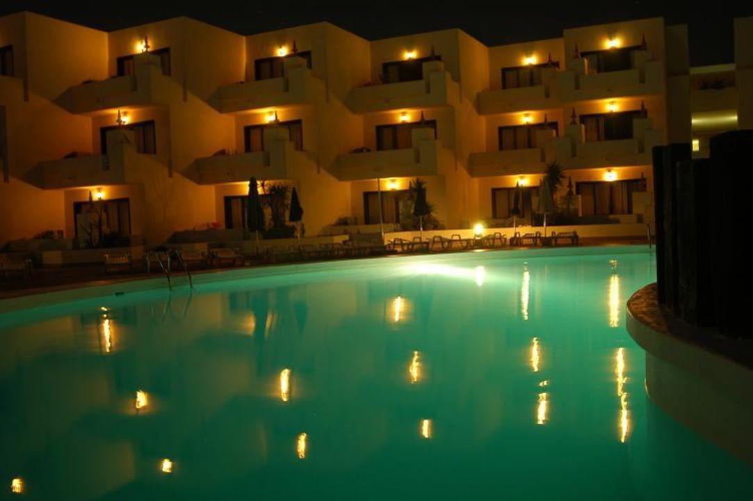 Las Arenas by night SunConnect HD Beach Resort