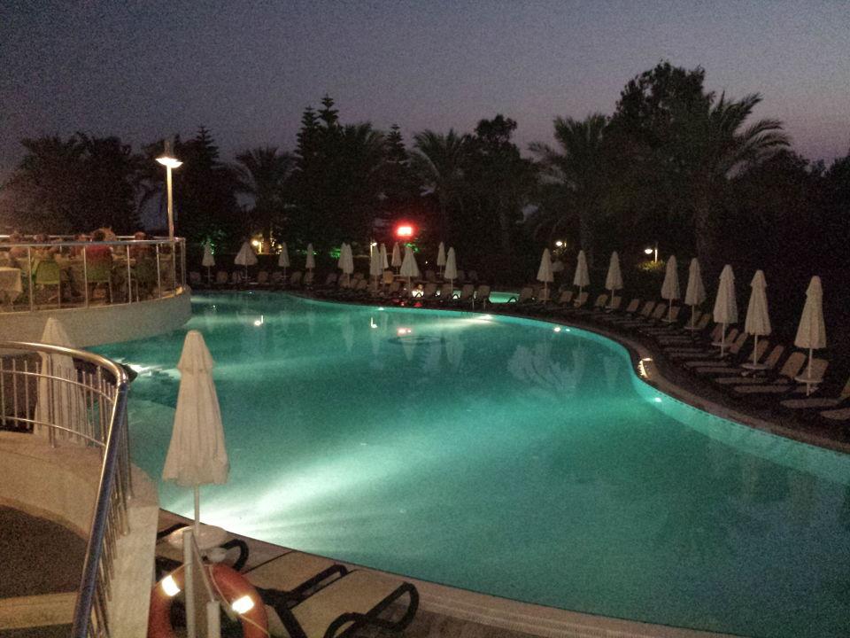 Der Pool ist schön beleuchtet Hotel Side Sun