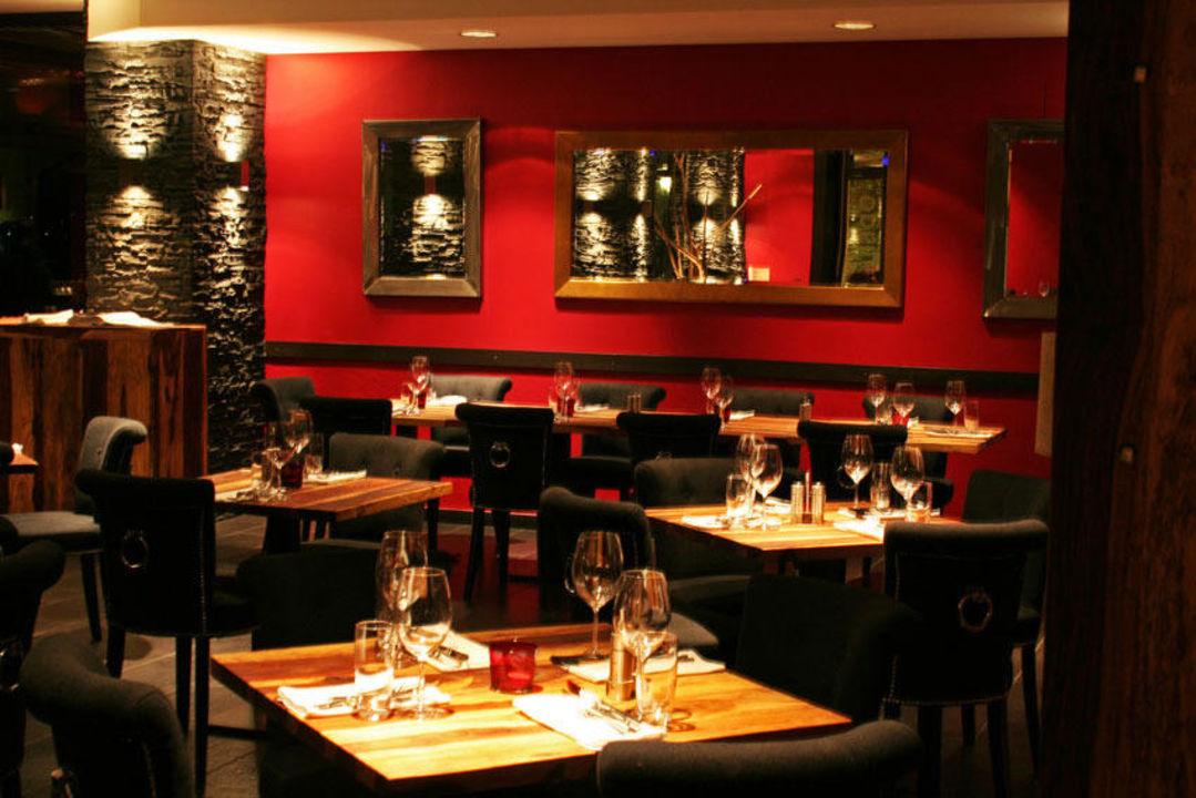 Restaurant night shot\