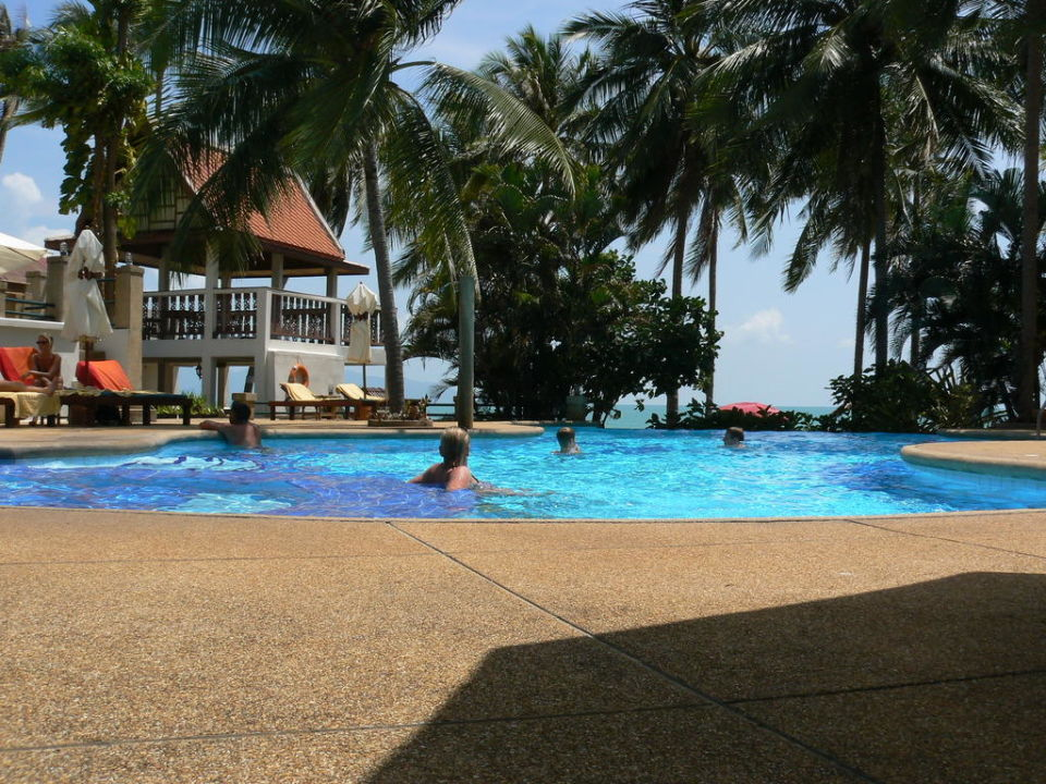 Pool der Anlage Pinnacle Samui Resort