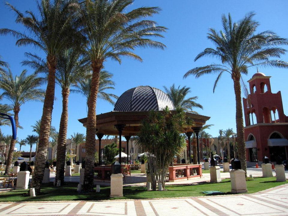 Pavillion vor dem Eingang The Grand Resort