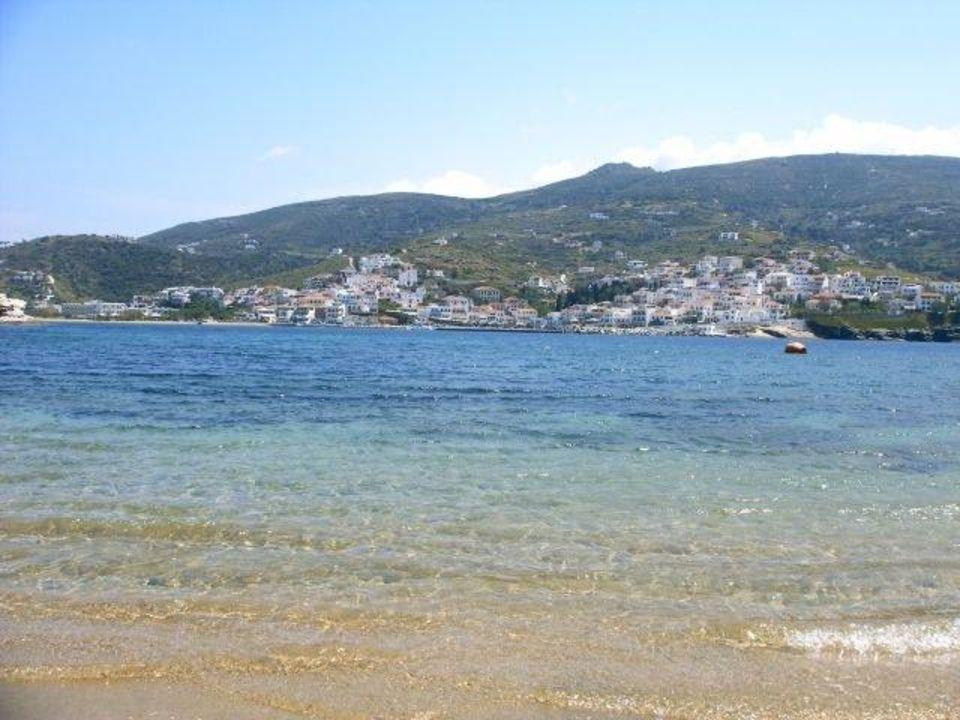 Blick Richtung Batsi Hotel Aneroussa Beach