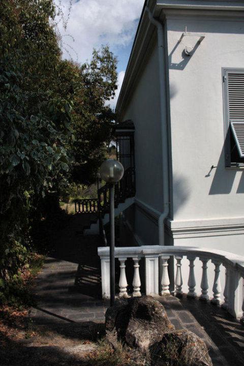 Budynek od tyłu Villa Marina Residence