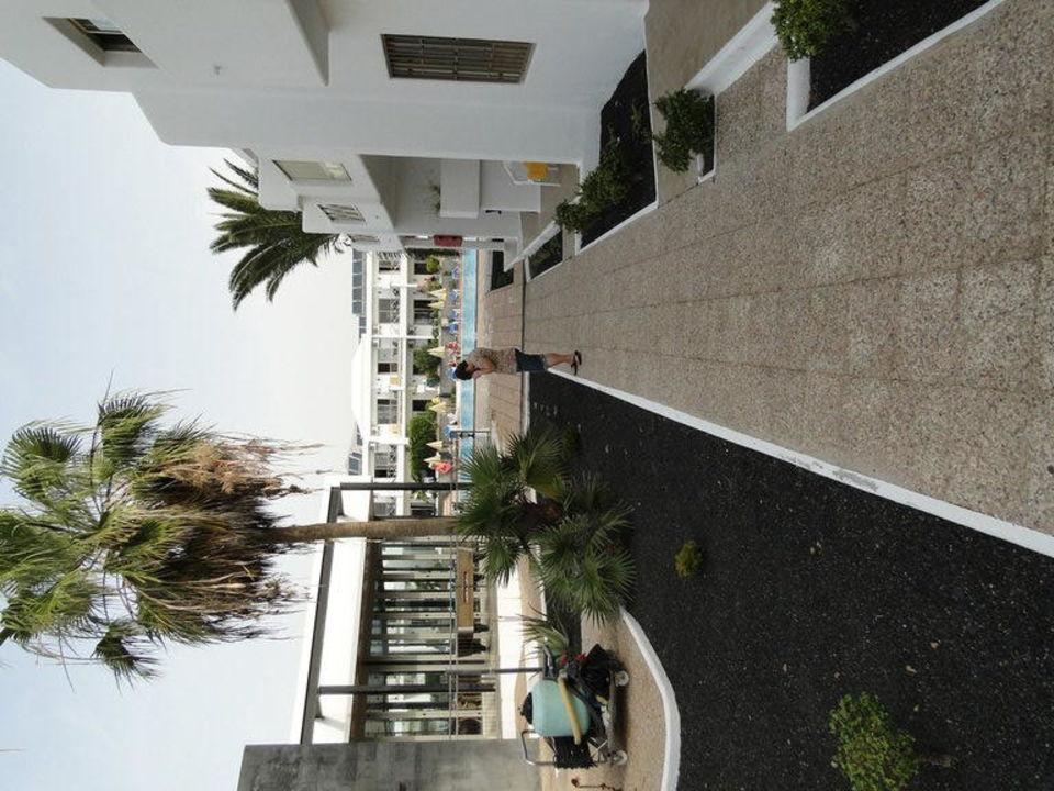 Weg zwischen den Appartments Hotel Floresta