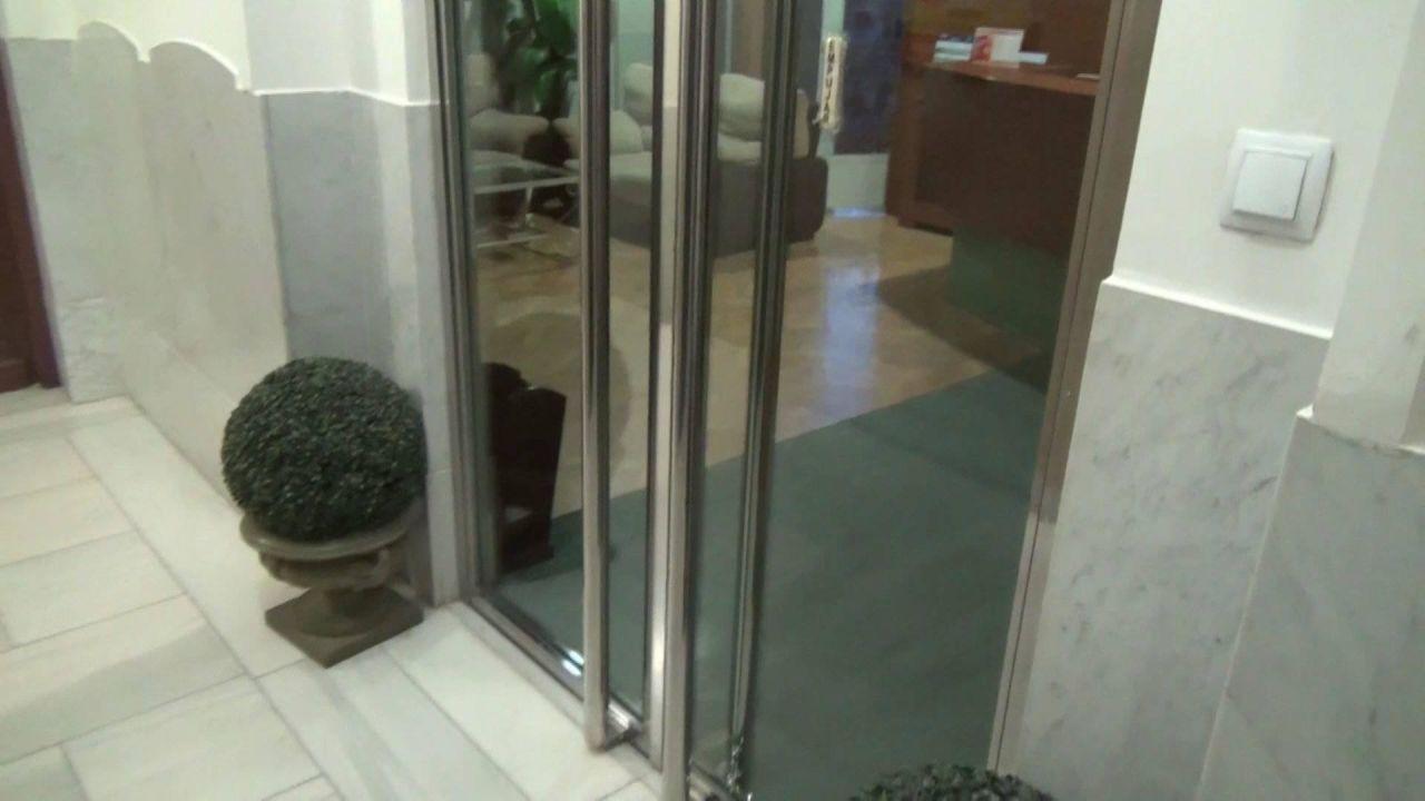 Eingang im sechsten Stock Hostal Jerez
