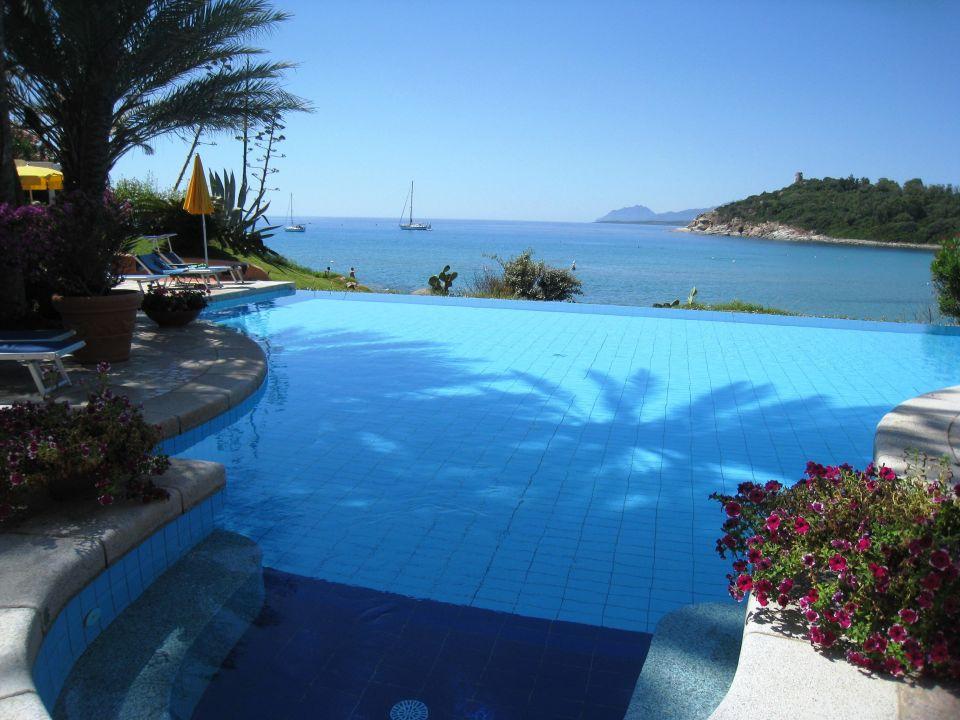 Pool Mit Dahinterliegender Bucht Hotel La Bitta Arbatax