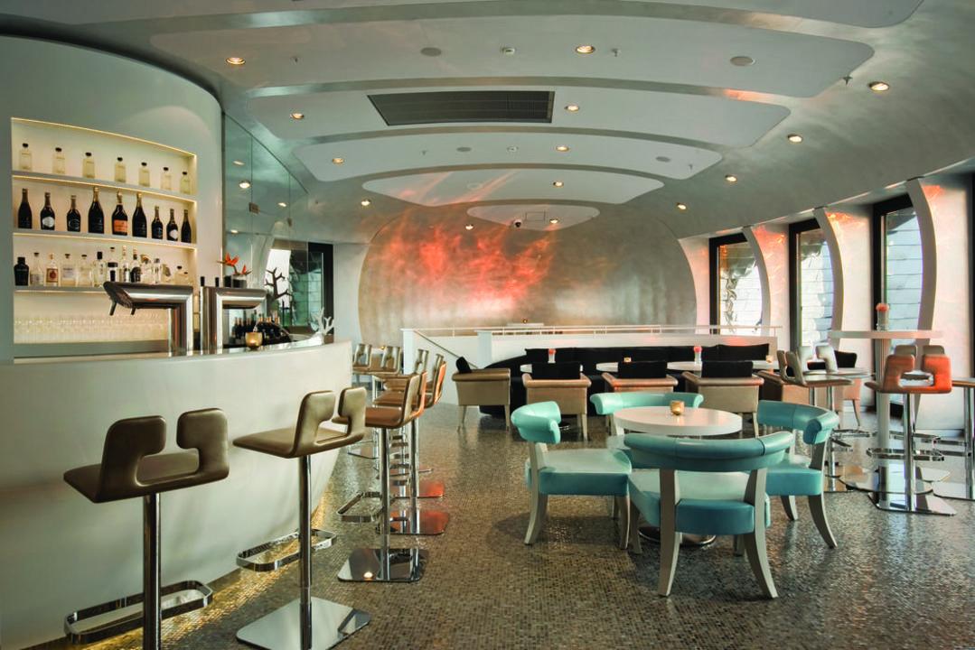 Pebble 39 s champagner bar hotel hyatt regency d sseldorf for Moderne hotels nrw