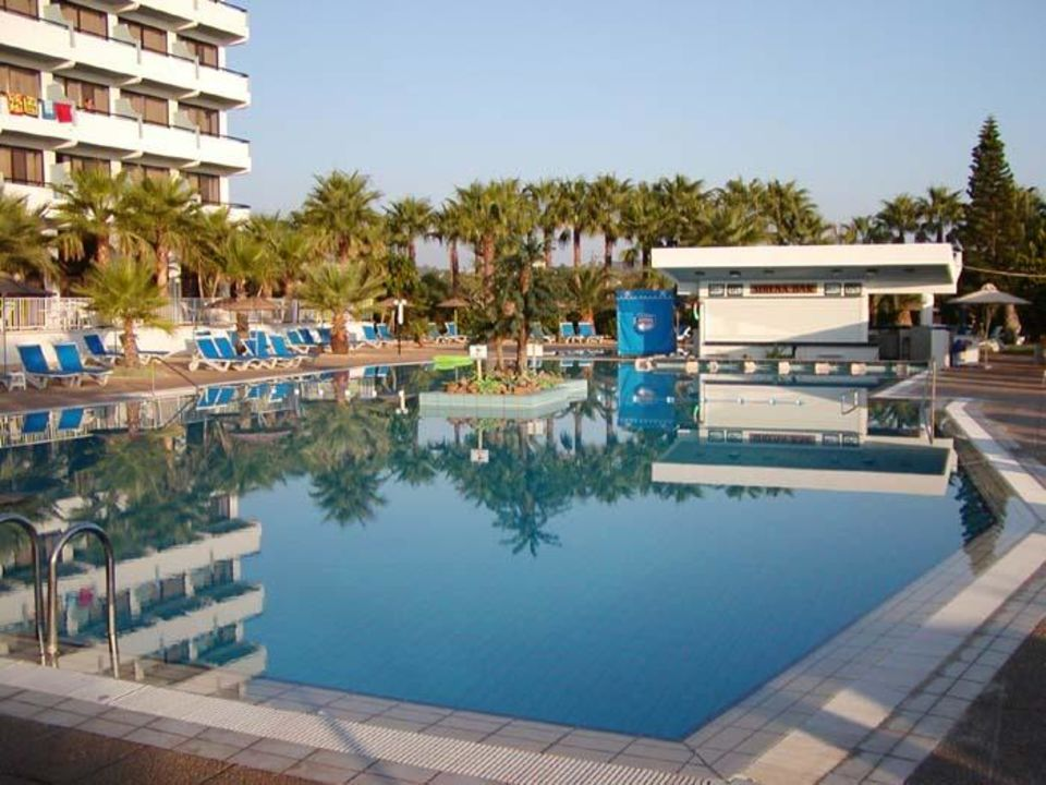 Cavo Maris Beach Hotel Pool Hotel Cavo Maris Beach