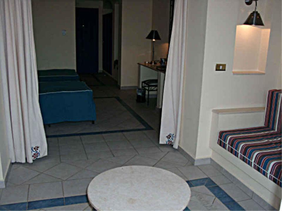 Makadi Oasis Family - Blick ins Zimmer vom Balkon aus Jaz Makadi Oasis Club & Resort
