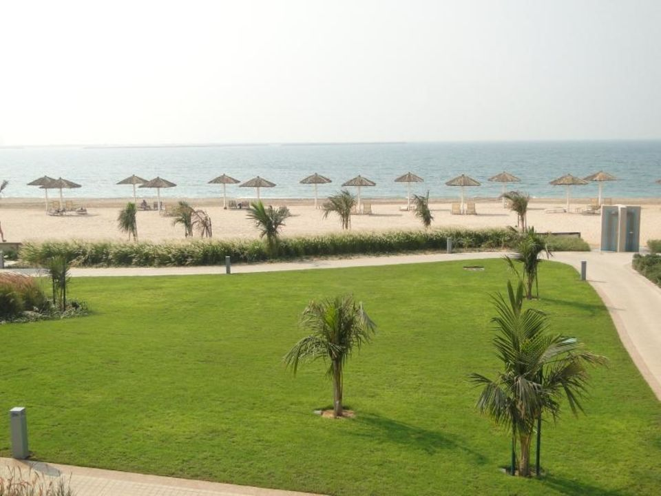 Blick auf den Strand Al Hamra Residence